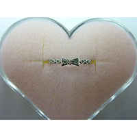 K18W Gold Bow Ring with Diamond